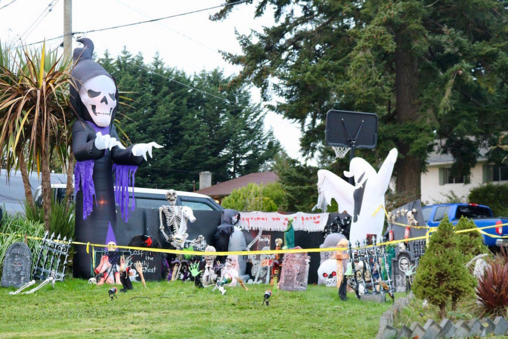 PHOTOS: Check out these Colwood homes ready for Halloween - Saanich News