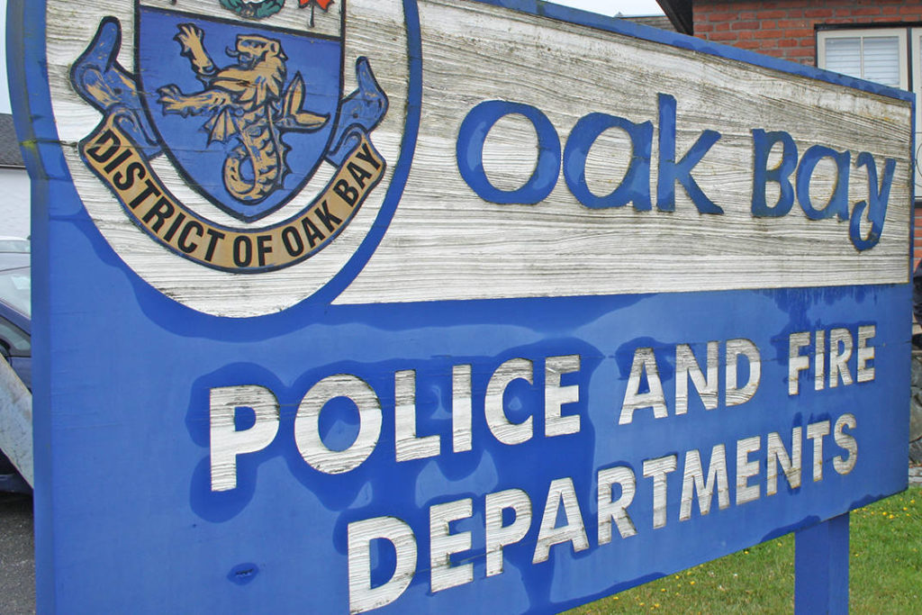 Man steals $120 worth of Sharpies from Oak Bay Village - Saanich News