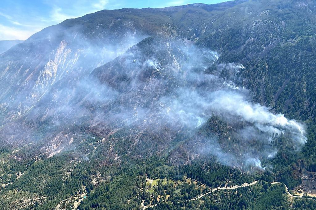 Drone sighting halts helicopters fighting 250-hectare wildfire in B.C. - Saanich News